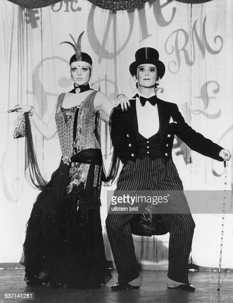 Minnelli Liza Schauspielerin Saengerin USA mit Joel Grey in dem Film 'Cabaret' Regie Bob Fosse USA 1972