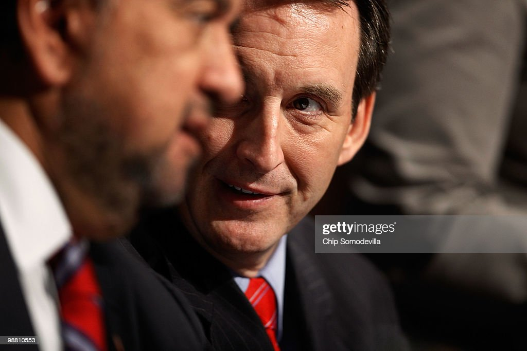 Minnesota Governor Tim Pawlenty talks with New Mexico Governor Bill Richardson after addressing the opening session of a US Chamber of Commerce...