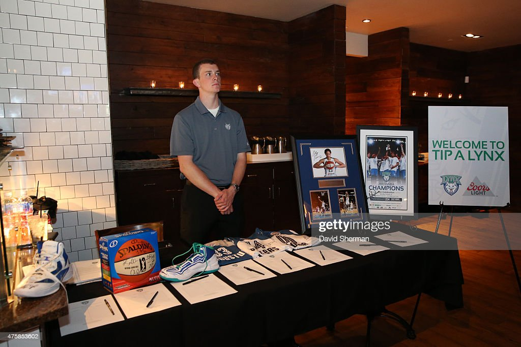 Minnesota Lynx players and coaches participate in Tip-A-Lynx fundraiser to benefit the Minnesota Lynx Fastbreak Foundation on June 3, 2015 at the Loop West End Bar & Restaurant in Minneapolis, Minnesota.