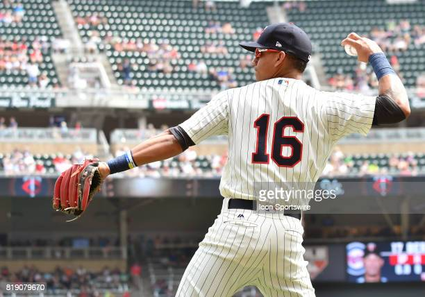 Minnesota Twins Infield Ehire Adrianza warms up before a MLB game between the Minnesota Twins and New York Yankees on July 19 2017 at Target Field in...