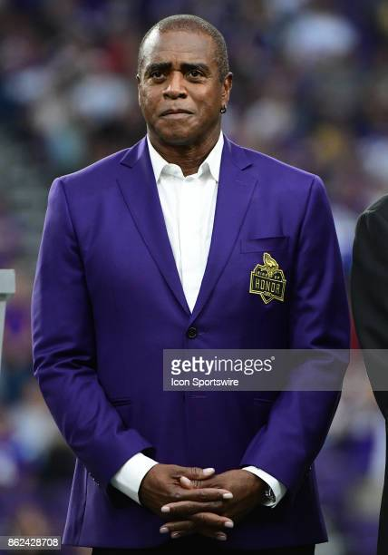 Minnesota Vikings great Ahmad Rashad was inducted into the Vikings Ring of Honor during a NFL game between the Minnesota Vikings and Detroit Lions on...
