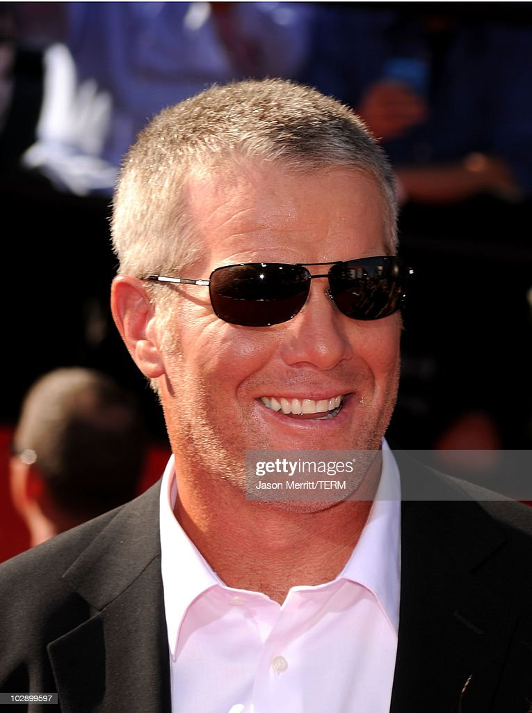 Minnesota Vikings quarterback <a gi-track='captionPersonalityLinkClicked' href=/galleries/search?phrase=Brett+Favre&family=editorial&specificpeople=167102 ng-click='$event.stopPropagation()'>Brett Favre</a> arrives at the 2010 ESPY Awards at Nokia Theatre L.A. Live on July 14, 2010 in Los Angeles, California.