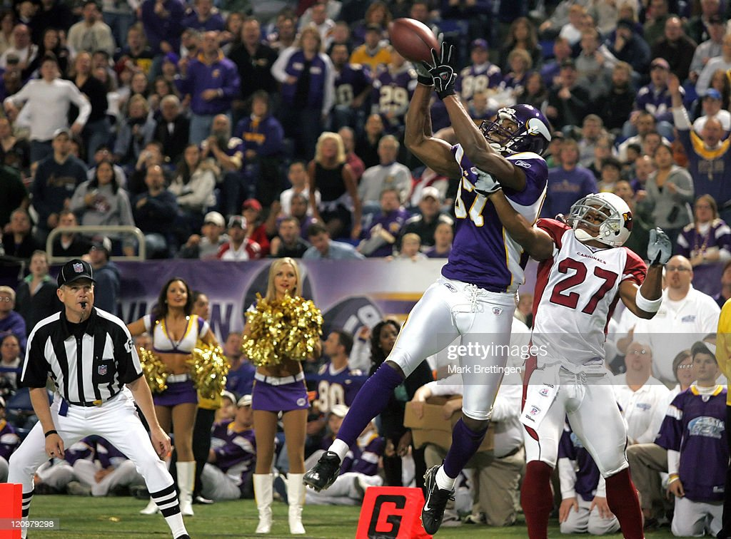 Minnesota Vikings wide receiver <a gi-track='captionPersonalityLinkClicked' href=/galleries/search?phrase=Marcus+Robinson&family=editorial&specificpeople=215475 ng-click='$event.stopPropagation()'>Marcus Robinson</a> catches a 17 yard touchdown pass during the second quarter of a game against the Arizona Cardinals on November 26, 2006 in the Metrodome in Minneapolis, Minnesota. Minnesota beat Arizona by a score of 31-26.