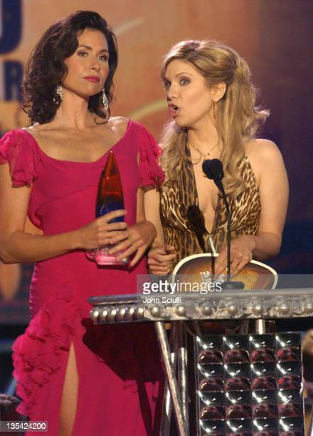Minnie Driver and Alison Krauss present Male Video of the Year