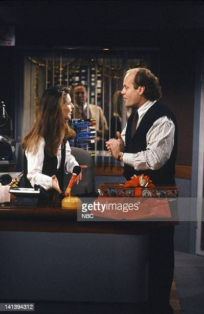 FRASIER 'MIracle on Third or Fourth Street' Episode 12 Pictured Peri Gilpin as Roz Doyle Kelsey Grammer as Doctor Frasier Crane Photo by Paul...