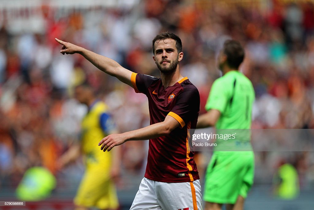 <a gi-track='captionPersonalityLinkClicked' href=/galleries/search?phrase=Miralem+Pjanic&family=editorial&specificpeople=4586190 ng-click='$event.stopPropagation()'>Miralem Pjanic</a> of AS Roma celebrates after scoring the team's third goal during the Serie A match between AS Roma and AC Chievo Verona at Stadio Olimpico on May 8, 2016 in Rome, Italy.