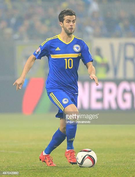 HERZEGOVINA NOVEMBER 13 Miralem Pjanic of Bosnia in action during the EURO 2016 Qualifier PlayOff First Leg match at Bilino Polje Stadium on November...