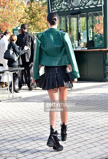 Miranda Kerr arrives at the Louis Vuitton Fashion Show during the Paris Fashion Week S/S 2016 Day Nine on October 7 2015 in Paris France
