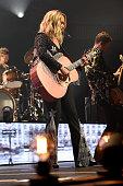 Miranda Lambert: Roadside Bars And Pink Guitars 2019...