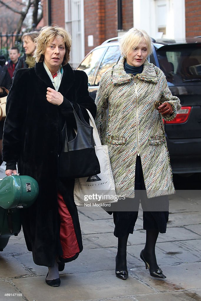 <a gi-track='captionPersonalityLinkClicked' href=/galleries/search?phrase=Miranda+Richardson&family=editorial&specificpeople=203223 ng-click='$event.stopPropagation()'>Miranda Richardson</a> attends the funeral of Roger Lloyd-Pack at St Paul's Church in Covent Garden on February 13, 2014 in London, England.