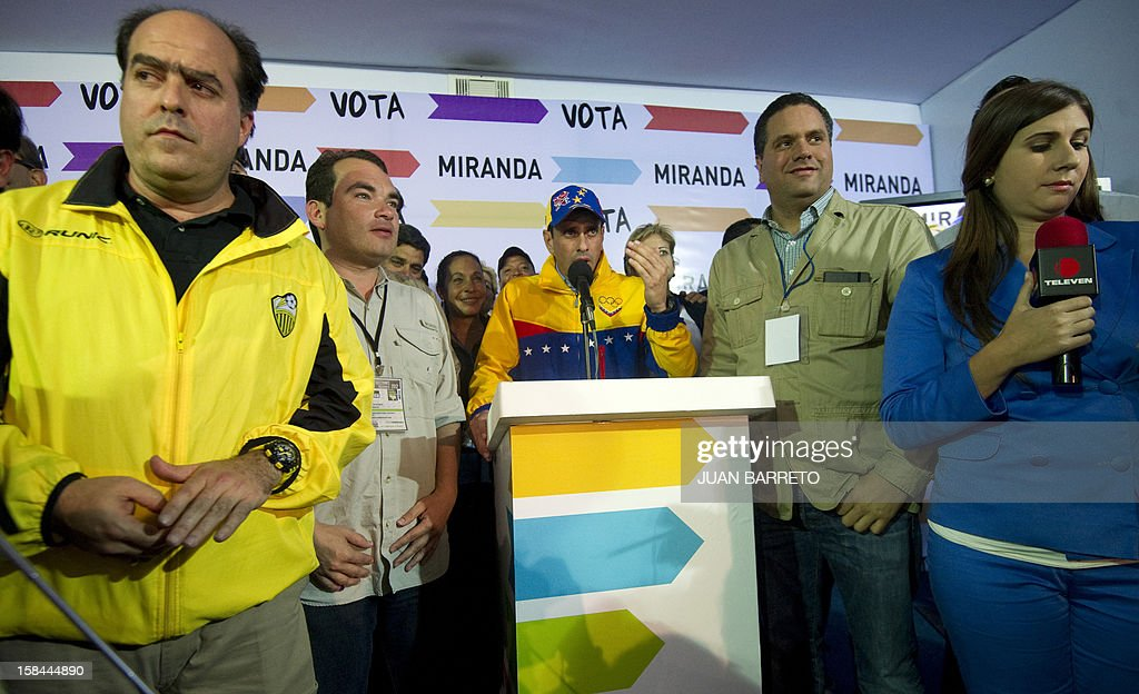 Miranda State governor and candidate for the re-election, Henrique Capriles Radonski (C), talk during press conference after state elections on December 16, 2012. The candidate for reelection by the Democratic Unity Table (MUD) for governor of Miranda state, Henrique Capriles, won Sunday's regional election with 50.35% of the votes. AFP PHOTO