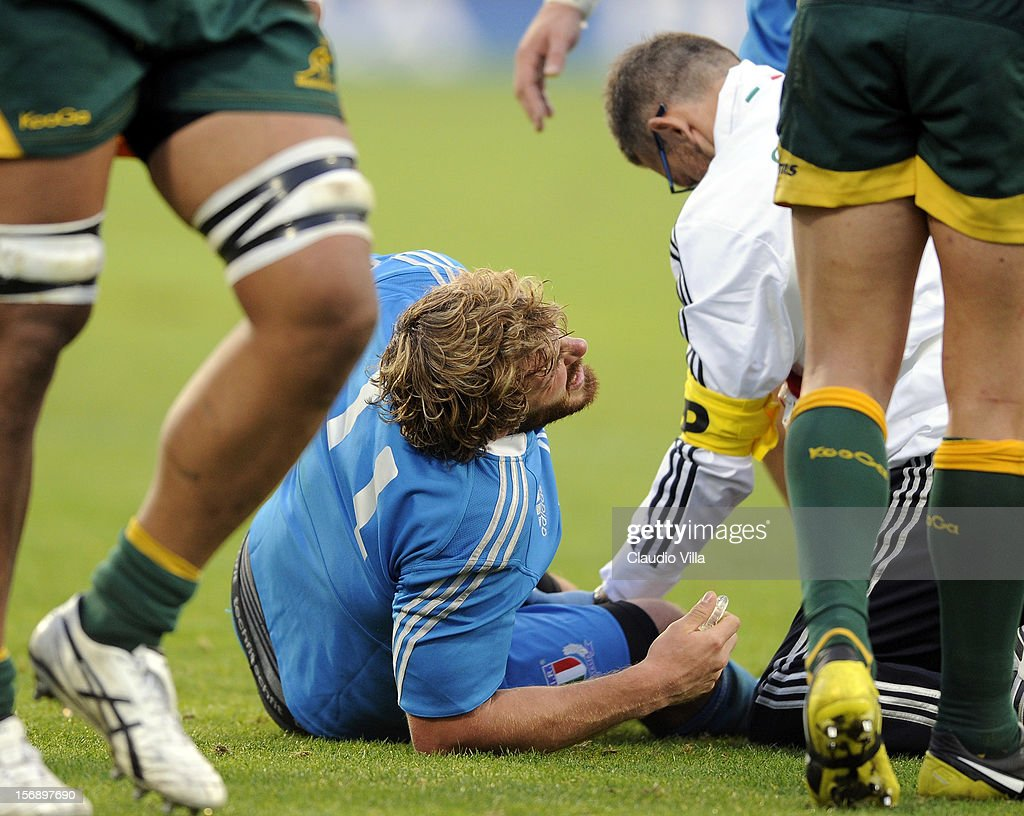 <a gi-track='captionPersonalityLinkClicked' href=/galleries/search?phrase=Mirco+Bergamasco&family=editorial&specificpeople=572161 ng-click='$event.stopPropagation()'>Mirco Bergamasco</a> of Italy receives treatment for an injury during the international rugby test match between Italy and Australia at Artemio Franchi on November 24, 2012 in Florence, Italy.