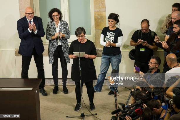 Mireia Boya reading the declaration of Independence In Barcelona on October 10 of 2017