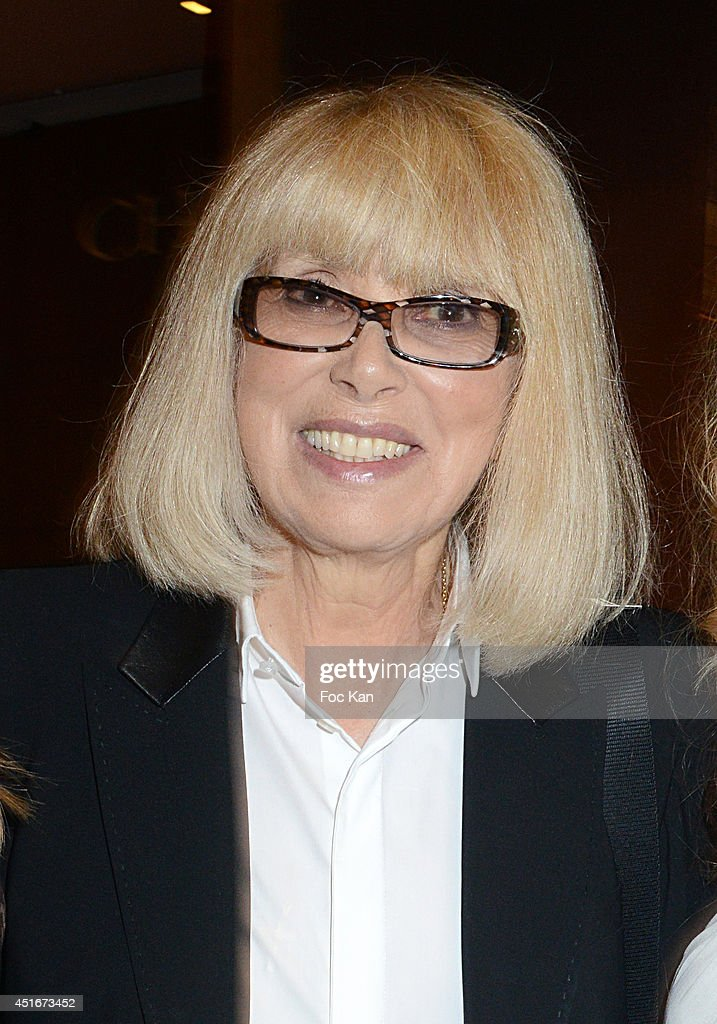 <a gi-track='captionPersonalityLinkClicked' href=/galleries/search?phrase=Mireille+Darc&family=editorial&specificpeople=1512607 ng-click='$event.stopPropagation()'>Mireille Darc</a> attends 'Les CÏurs des Createurs' Auction Cocktail in profit of 'La Chaine de L'Espoir' Association at Christie's on July 3, 2014 in Paris, France.