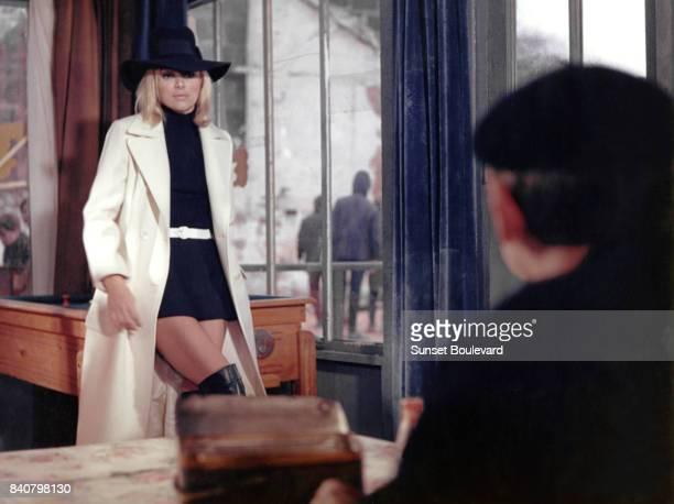 Mireille Darc on the set of Elle boit pas elle fume pas elle drague pas mais elle cause directed by Michel Audiard/ Film Gaumont