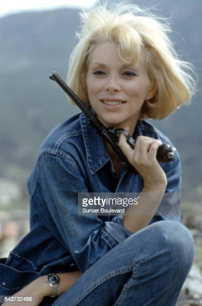 Mireille Darc on the set of Fleur d'oseille directed by Georges Lautner