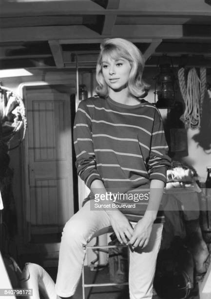 Mireille Darc on the set of Virginie directed by Jean Boyer/ Les films Corona / Les Films de la Pléiade