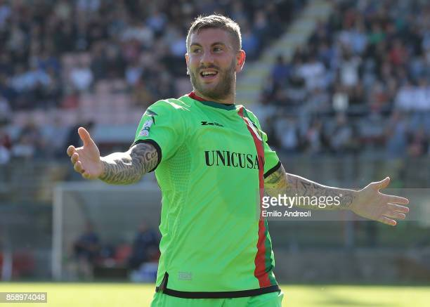 Mirko Carretta of Ternana Calcio celebrates his goal during the Serie B match between US Cremonese and Ternana Calcio at Stadio Giovanni Zini on...