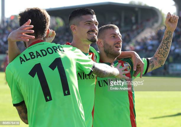 Mirko Carretta of Ternana Calcio celebrates his goal with his teammates Ivan Varone and Diego Albadoro during the Serie B match between US Cremonese...