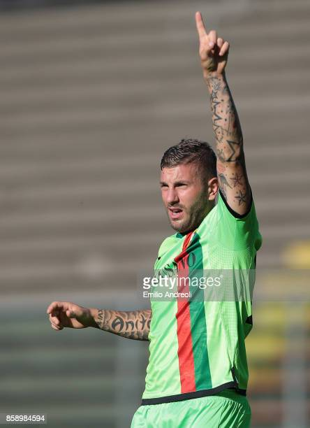 Mirko Carretta of Ternana Calcio gestures during the Serie B match between US Cremonese and Ternana Calcio at Stadio Giovanni Zini on October 8 2017...