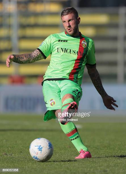Mirko Carretta of Ternana Calcio in action during the Serie B match between US Cremonese and Ternana Calcio at Stadio Giovanni Zini on October 8 2017...