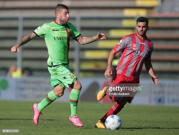 Mirko Carretta of Ternana Calcio is challenged by Antonio Cinelli of US Cremonese during the Serie B match between US Cremonese and Ternana Calcio at...