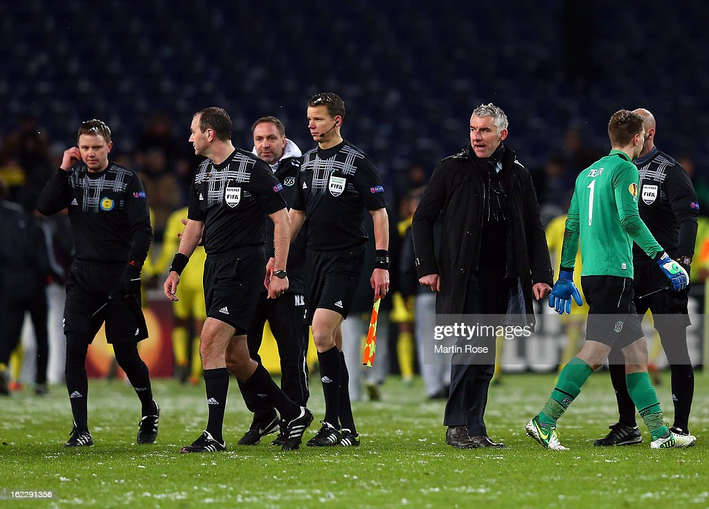 Mirko Slomka (C), head coach of Hannover argues with referee Jonas Eriksson (2nd L) after the UEFA Europa League Round of 32 second leg match between Hannover 96 and Anji Makhachkala at AWD Arena on February 21, 2013 in Hannover, Germany.