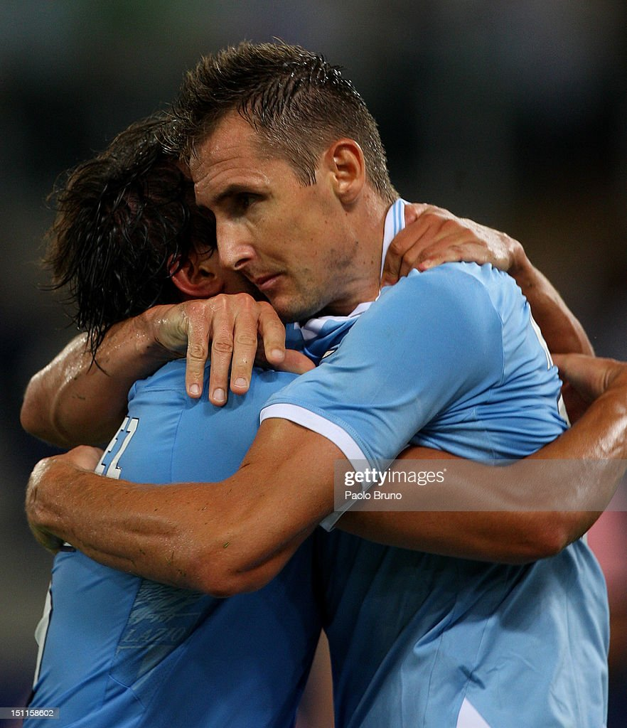 <a gi-track='captionPersonalityLinkClicked' href=/galleries/search?phrase=Miroslav+Klose&family=editorial&specificpeople=206489 ng-click='$event.stopPropagation()'>Miroslav Klose</a> (R) of S.S. Lazio celebrates with his teammates after scoring the opening goal during the Serie A match between S.S. Lazio and US Citta di Palermo at Stadio Olimpico on September 2, 2012 in Rome, Italy.