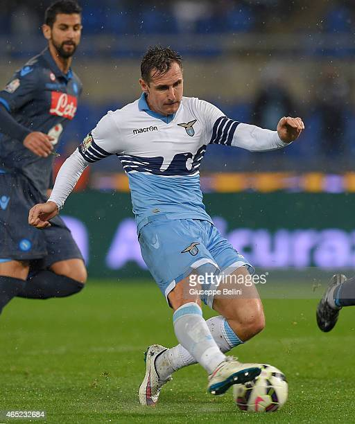 Miroslav Klose of SS Lazio scores the opening goal during the TIM Cup match between SS Lazio and SSC Napoli at Stadio Olimpico on March 4 2015 in...