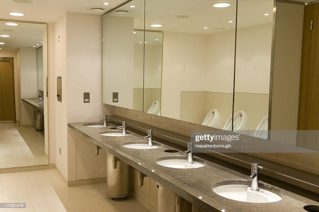 Mirrorred Restroom