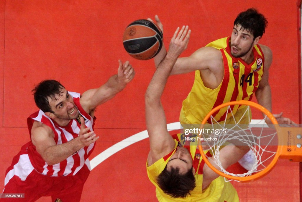 Mirza Begic, #14 of Olympiacos Piraeus competes with Ante Tomic, #44 of FC Barcelona during the 2013-2014 Turkish Airlines Euroleague Top 16 Date 3 game between Olympiacos Piraeus v FC Barcelona Regal at Peace and Friendship Stadium on January 16, 2014 in Athens, Greece.