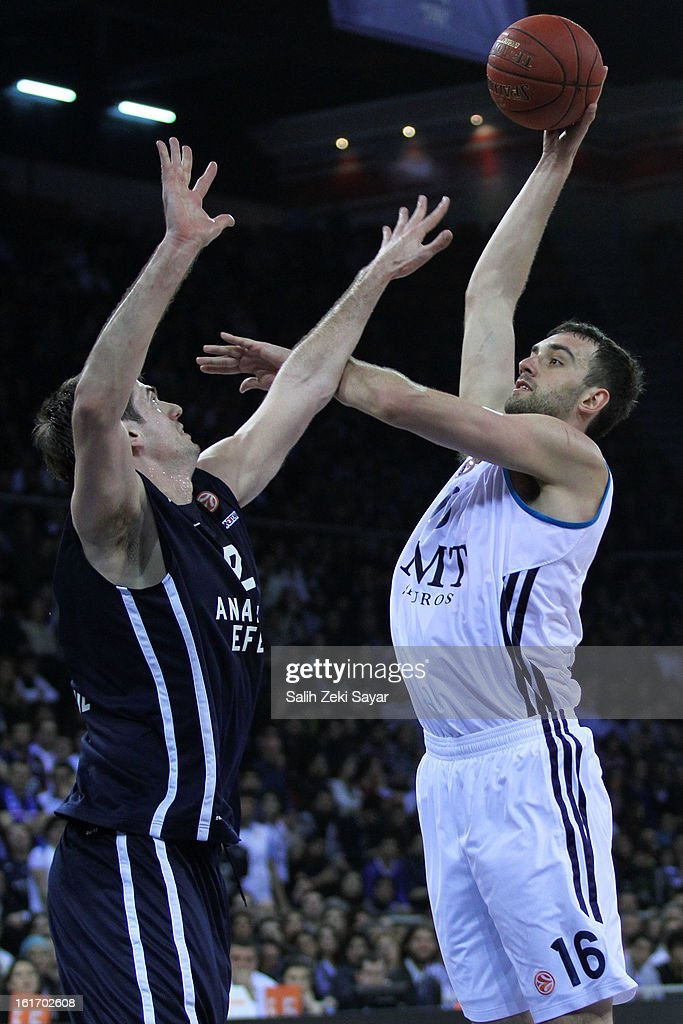 Mirza Begic #16 of Real Madrid competes with Stanko Barac #42 of Anadolu Efes during the 2012-2013 Turkish Airlines Euroleague Top 16 Date 7 between Anadolu EFES Istanbul v Real Madrid at Abdi Ipekci Sports Arena on February 14, 2013 in Istanbul, Turkey.