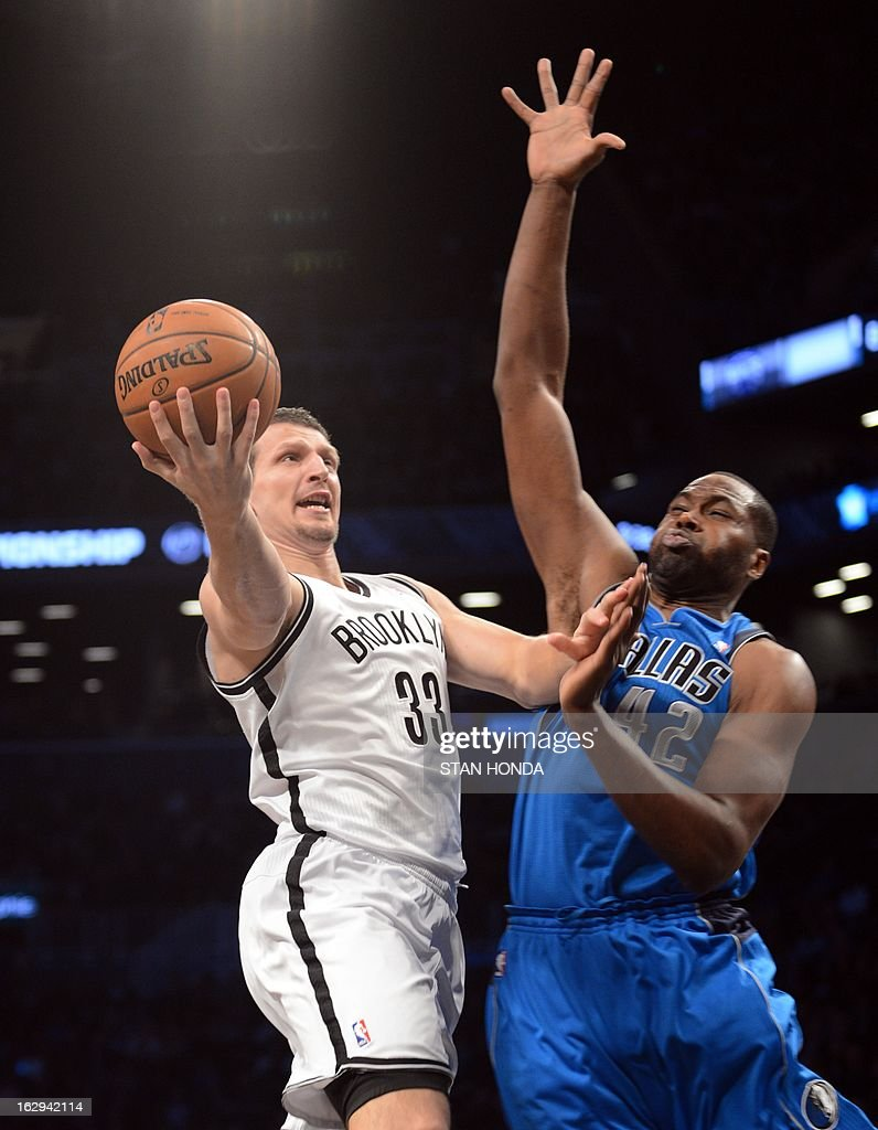 Mirza Teletovic (L) of the Brooklyn Nets fights drives against Elton Brand (R) of the Dallas Mavericks at the Barclays Center March 1, 2013 in the Brooklyn borough of New York. The Mavericks won, 98-90. AFP PHOTO/Stan HONDA