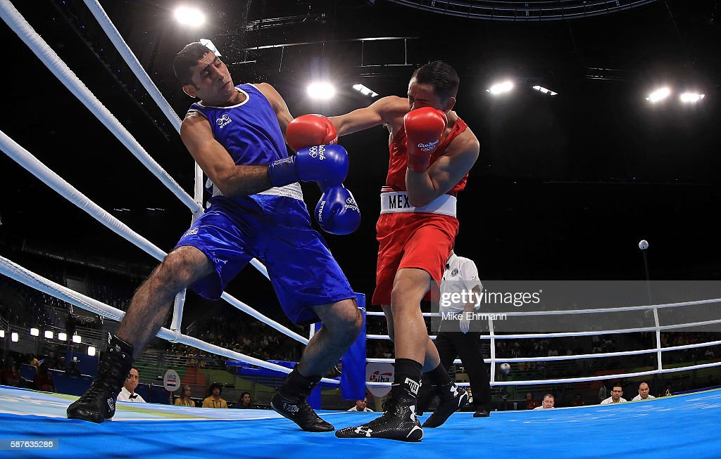 Misael Uziel Rodriguez of Mexico fights Waheed Abdulridha Waheed Karaawi of Iraq in their Mens Middleweight 75kg bout on Day 4 of the Rio 2016...