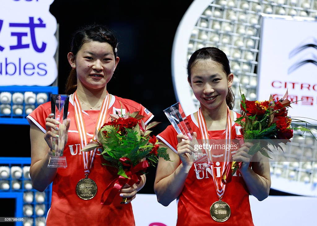 Misaki Matsutomo (R) and Ayaka Takahashi of Japan pose with their gold medals on the podium after winning the women's doubles final match against Naoko Fukuman and Kurumi Yonao of Japan at the 2016 Badminton Asia Championships in Wuhan, central China's Hubei province on May 1, 2016. / AFP / STR