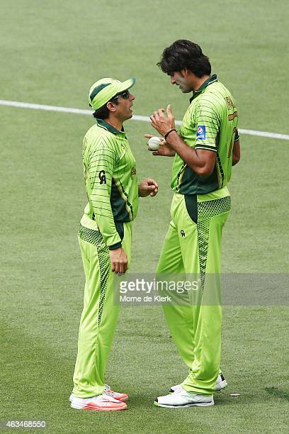 Misbah ul Haq of Pakistan speaks to his bowler Muhammad Irfan during the 2015 ICC Cricket World Cup match between India and Pakistan at Adelaide Oval...