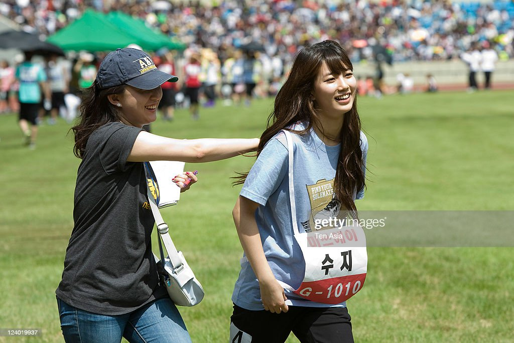 <a gi-track='captionPersonalityLinkClicked' href=/galleries/search?phrase=Miss+A&family=editorial&specificpeople=7433260 ng-click='$event.stopPropagation()'>Miss A</a> attend the 3rd Idol stars track and field championship at the Jamsil Stadium on August 27, 2011 in Seoul, South Korea.