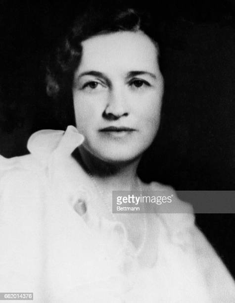 Miss Alice Conyngham Gifford Johnson of Sedalia Colorado who will christen the destroyer Conyngham named for her greatgreat grandfather Captain...