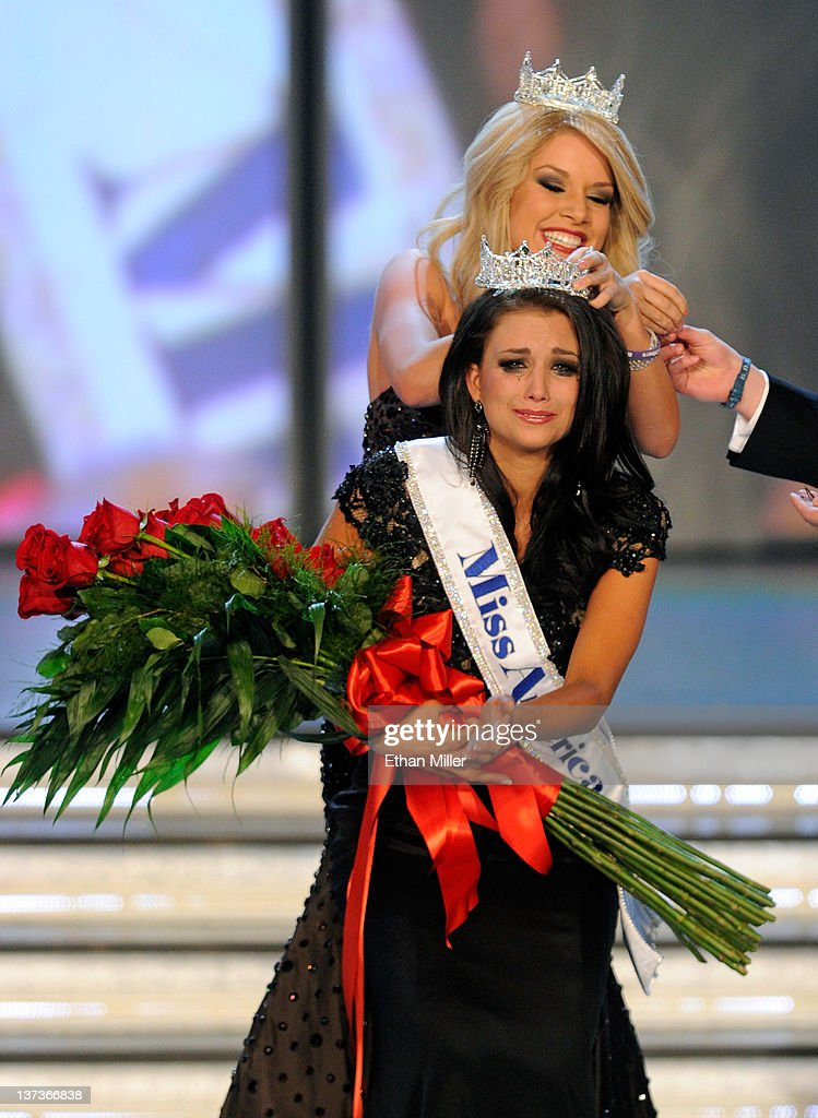 Miss America 2011 <a gi-track='captionPersonalityLinkClicked' href=/galleries/search?phrase=Teresa+Scanlan&family=editorial&specificpeople=7438850 ng-click='$event.stopPropagation()'>Teresa Scanlan</a> crowns <a gi-track='captionPersonalityLinkClicked' href=/galleries/search?phrase=Laura+Kaeppeler&family=editorial&specificpeople=8776887 ng-click='$event.stopPropagation()'>Laura Kaeppeler</a>, Miss Wisconsin, the new Miss America during the 2012 Miss America Pageant at the Planet Hollywood Resort & Casino January 14, 2012 in Las Vegas, Nevada.