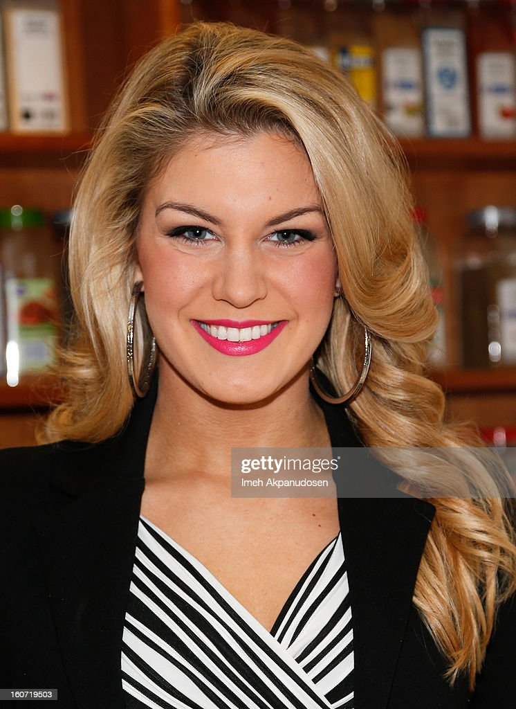 Miss America 2013 <a gi-track='captionPersonalityLinkClicked' href=/galleries/search?phrase=Mallory+Hagan&family=editorial&specificpeople=9408105 ng-click='$event.stopPropagation()'>Mallory Hagan</a> learns how to make a pancake at IHOP's Headquarters on February 4, 2013 in Los Angeles, California.