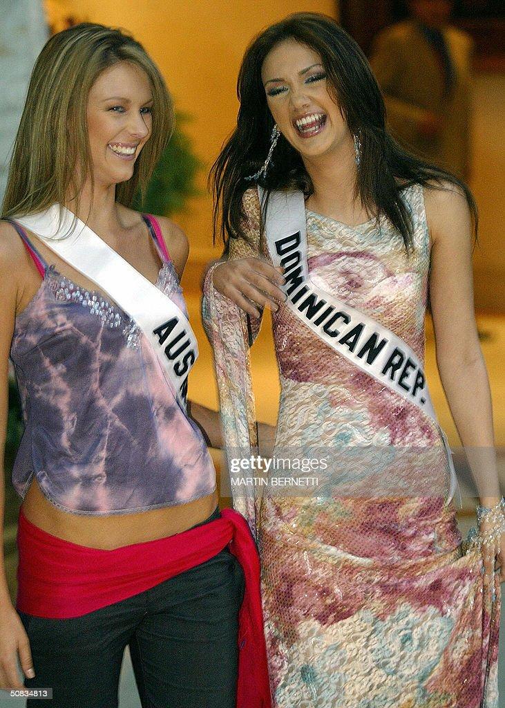 Miss Australia Jennifer Hawkins and Miss Dominican Republic Larimar Fiallo smile 13 May 2004 in Quito. The Miss Universe 2004 contest will take place 01 June 2004. AFP PHOTO/Martin BERNETTI