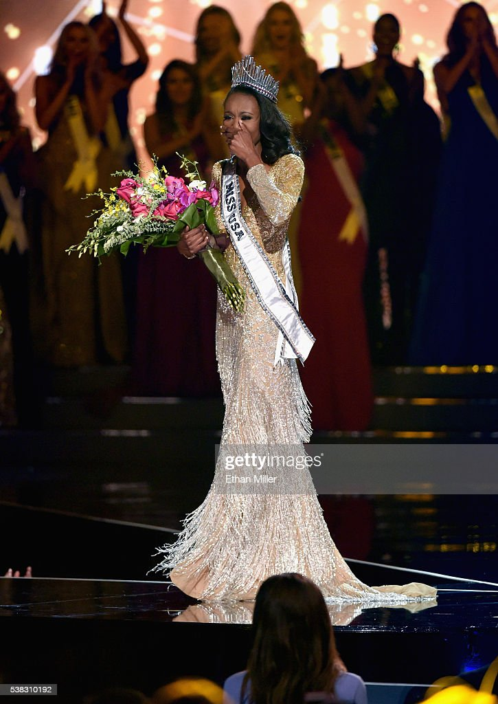 Deshauna Barber - Deshauna Barber (USA 2016) Miss-district-of-columbia-usa-2016-deshauna-barber-reacts-as-she-is-picture-id538310192