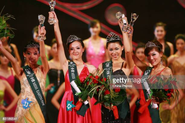 Miss Earth China Zhou Yingkun is flanked by runnersup Chen Yu Li Shuang and Han Lulu during the Miss Earth 2008 Green Environmental Protection...