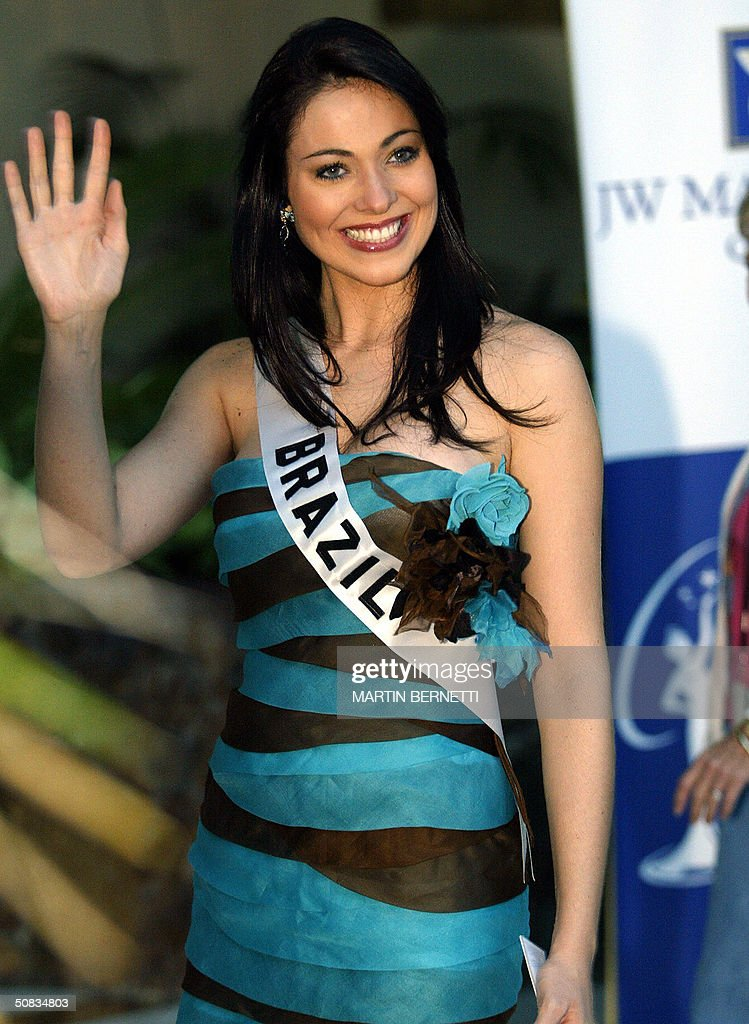 Miss Egypt Brazil Fabiane Niclotti poses to photographers 13 May 2004 in Quito. The Miss Universe 2004 contest will take place 01 June 2004. AFP PHOTO/Martin BERNETTI