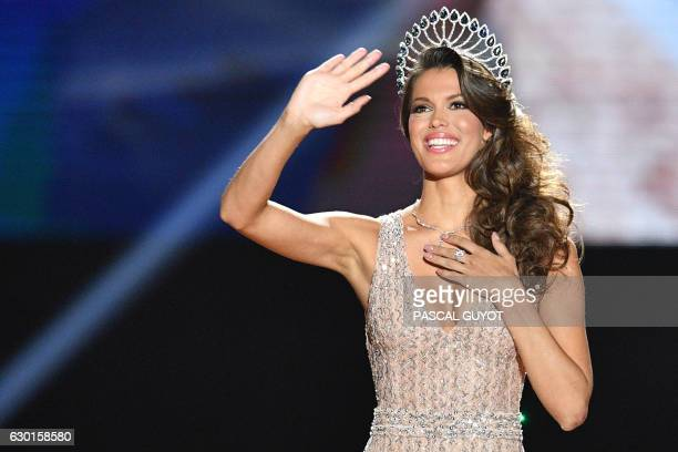 Miss France 2016 Iris Mittenaere gestures on stage during the Miss France 2017 beauty contest on December 17 2016 in Montpellier / AFP / Pascal GUYOT