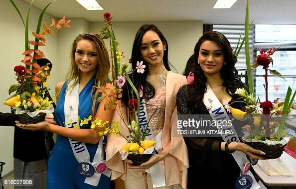 Miss Hawaii Guinevere Davenport Miss Indonesia Felicia Hwang and Miss Malaysia Olivia Nicholas pose with their Japanese trational flower arrangements...