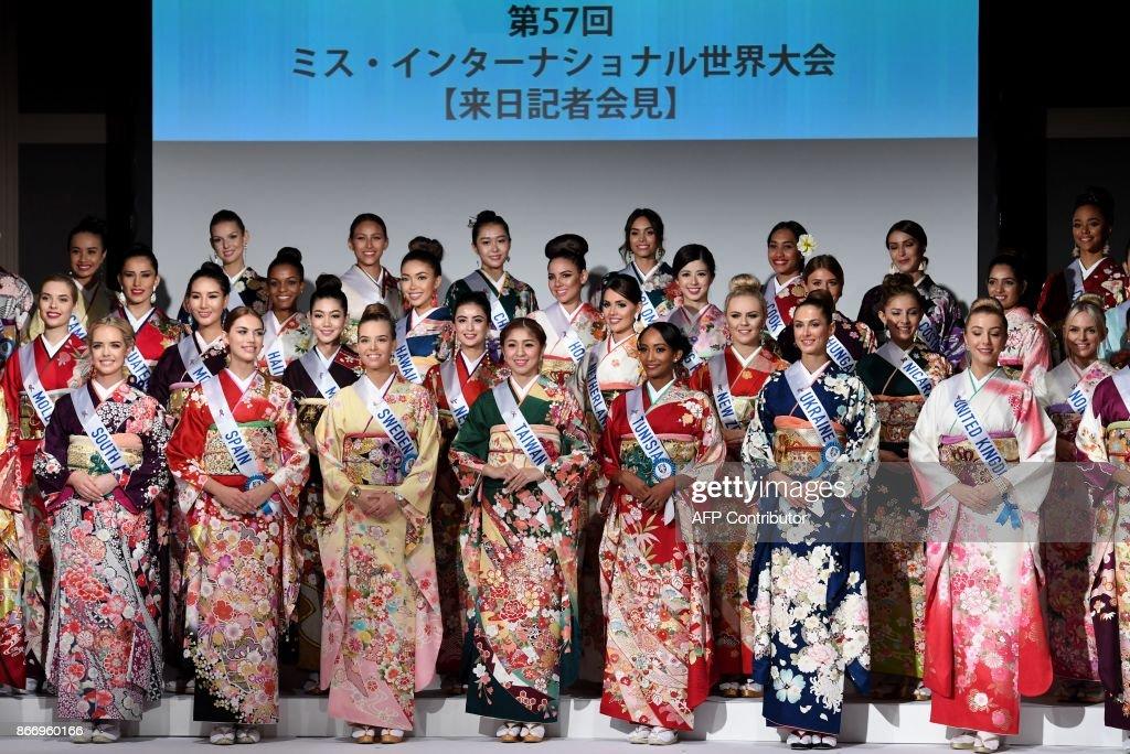 Elizabeth Ledesma Baker en MISS INTERNACIONAL! - Página 2 Miss-international-beauty-pageant-contestants-pose-during-for-while-picture-id866960166