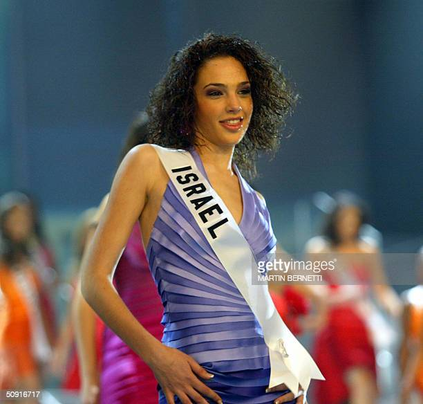 Miss Israel Gal Gadot smiles during the Miss Universe final show in Quito Ecuador 01 June 2004 AFP PHOTO/MARTIN BERNETTI