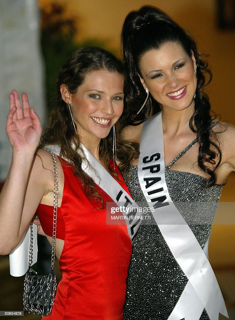 Miss Italy Laia Manetti and Miss Spain Maria Jesus Ruiz pose to photographers 13 May 2004 in Quito. The Miss Universe 2004 contest will take place 01 June 2004. AFP PHOTO/Martin BERNETTI