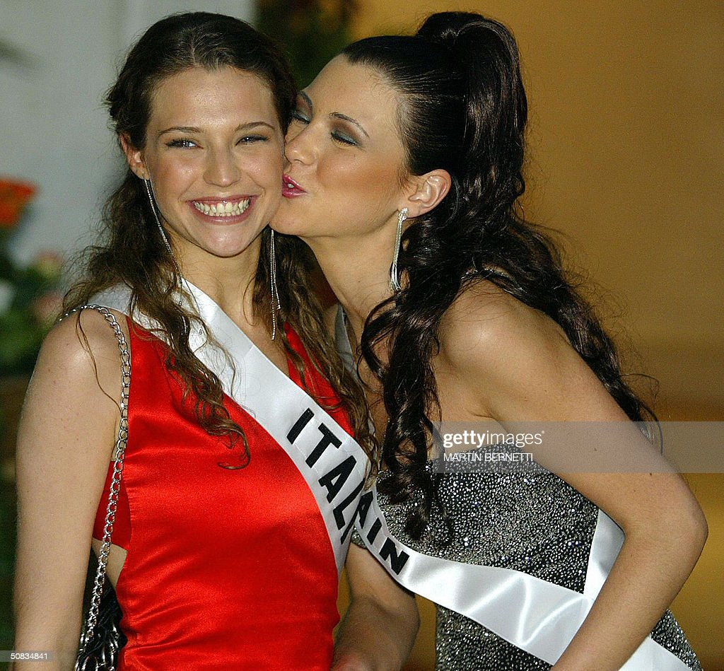 Miss Italy Laia Manetti and Miss Spain Maria Jesus Ruiz poses to photographers 13 May 2004 in Quito. The Miss Universe 2004 contest will take place 01 June 2004. AFP PHOTO/Martin BERNETTI